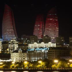 Пламенные башни, Баку
