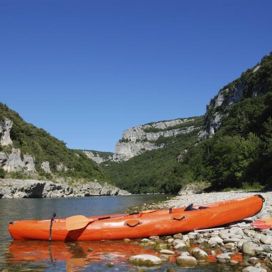 Kayak dans les gorges de l'Ardèche