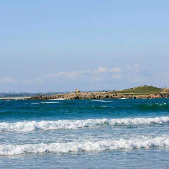 Pointe de la Torche and its surfers