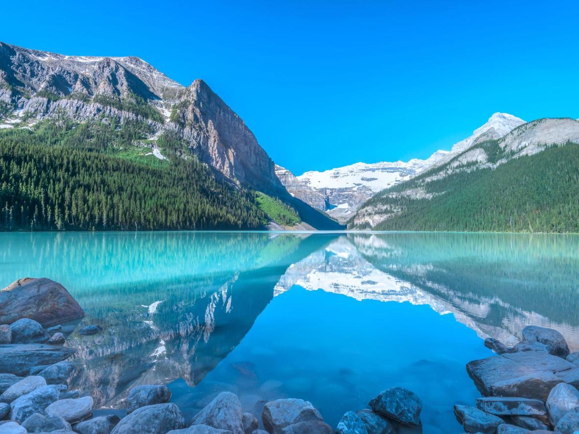 Destination inspiration: Lake Louise, Canada   Booking.com
