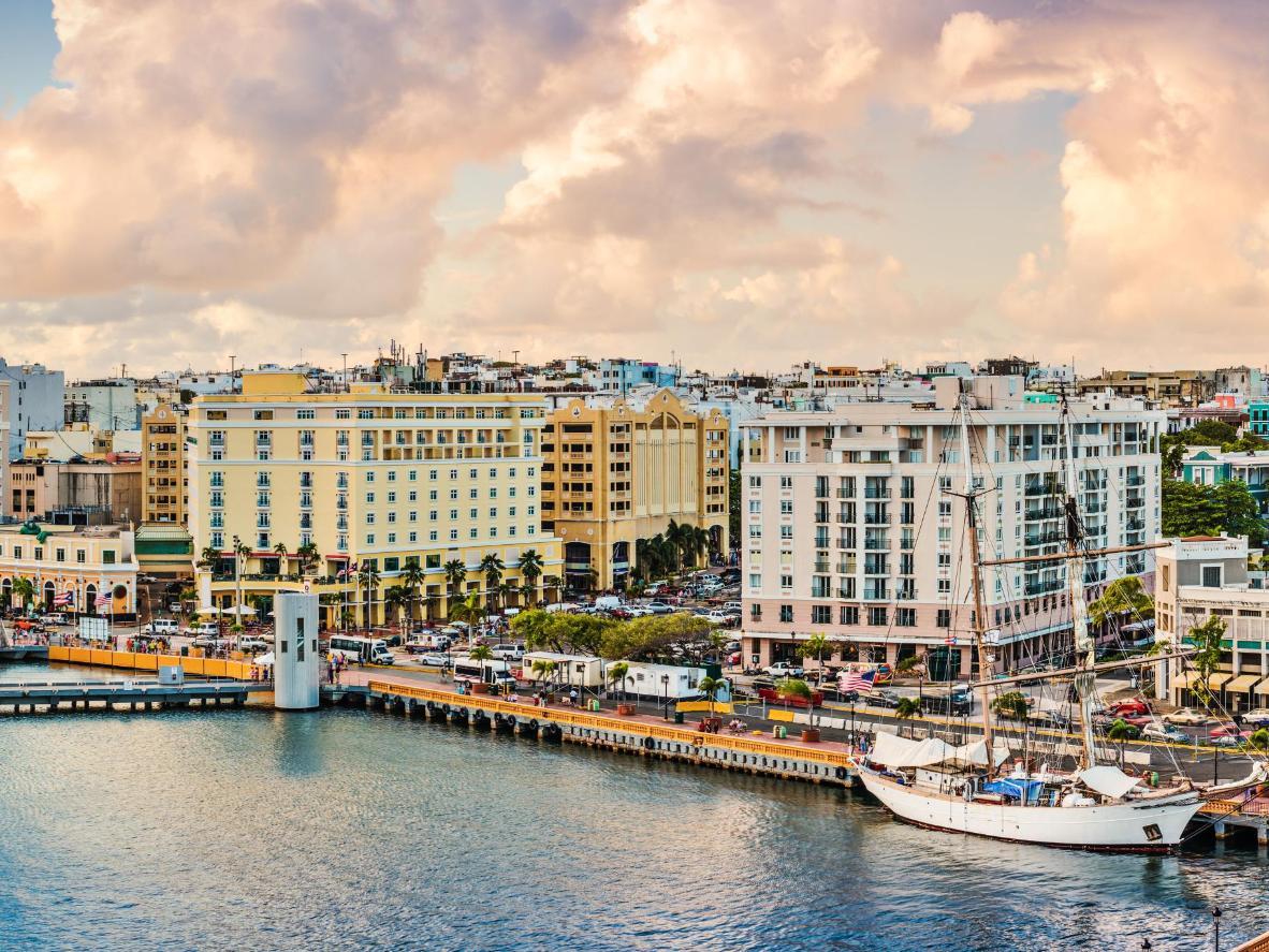 Blick auf die Uferpromenade von Viejo San Juan, Puerto Rico