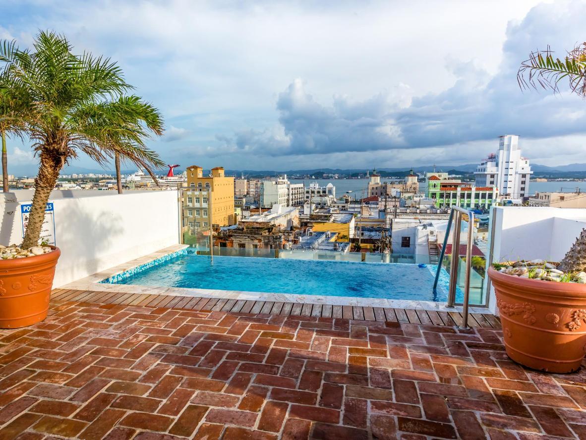 Herrliche Aussicht vom Dachpool des La Terraza