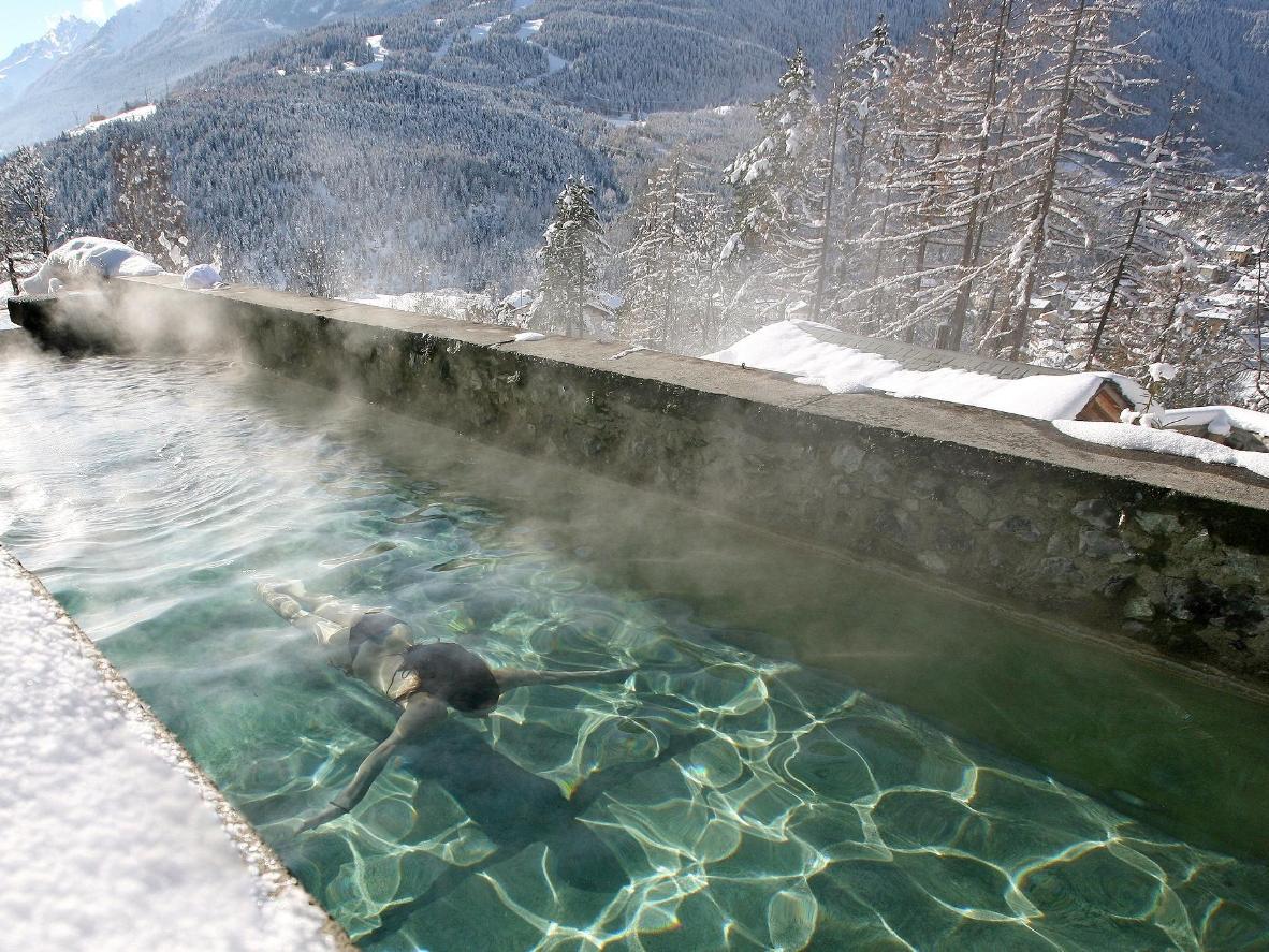 I Bagni Nuovi offrono un'esperienza termale moderna su uno sfondo da sogno