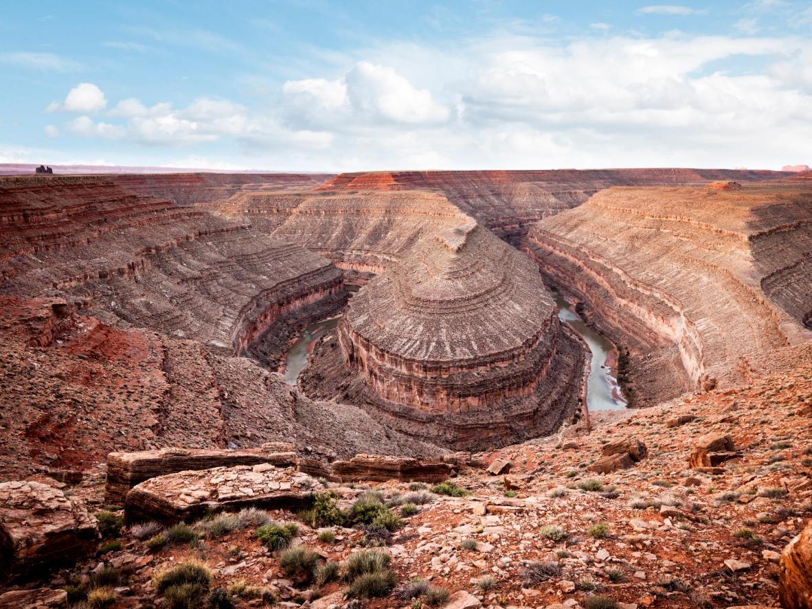 Visita las deslumbrantes formaciones de roca rojiza del Gran Cañón en Bluff