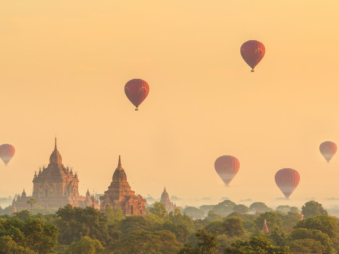Confira a vista de Bagan do alto