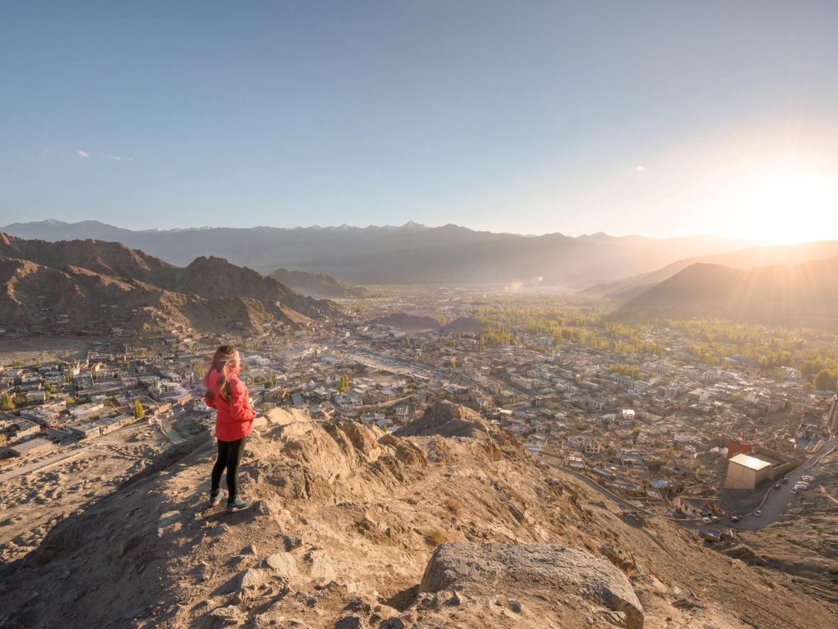 Горы и изумрудные реки в окрестностях Леха предоставляют отличные возможности для рафтинга, пеших и велосипедных прогулок