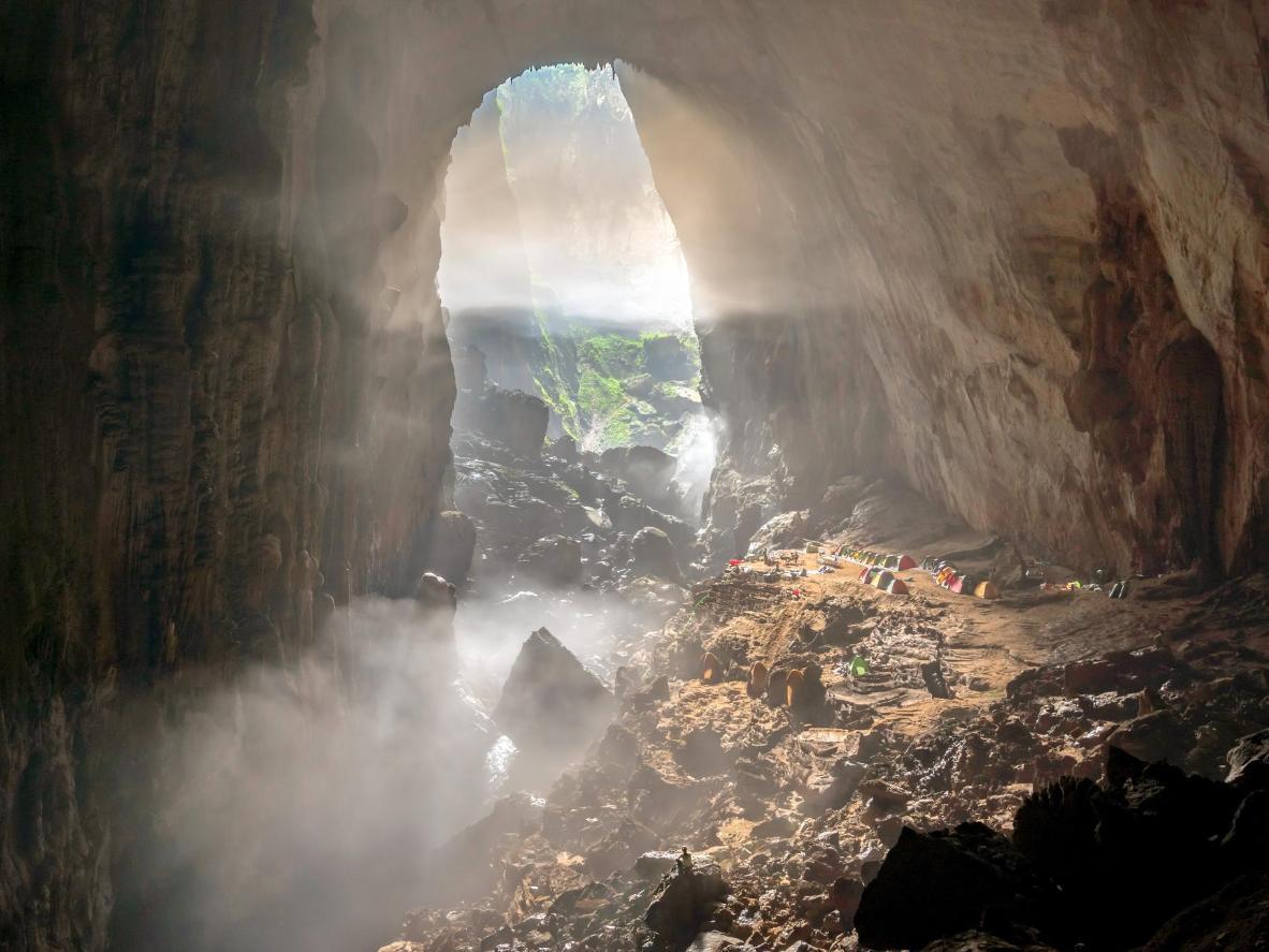 В национальном парке Фонгня-Кебанг находится самая большая пещера в мире — Шондонг