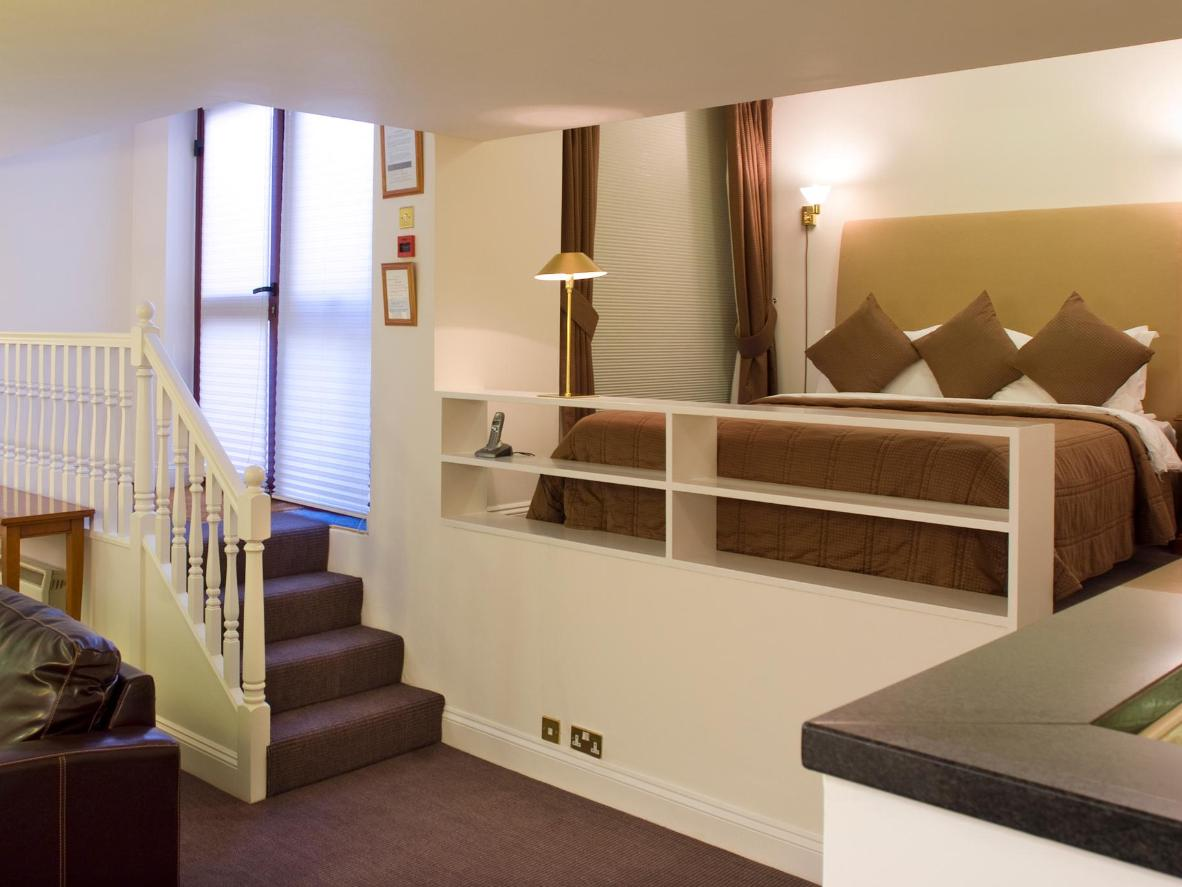 Enjoy a range of free therapies, salon services and beauty treatments in this smart accommodation