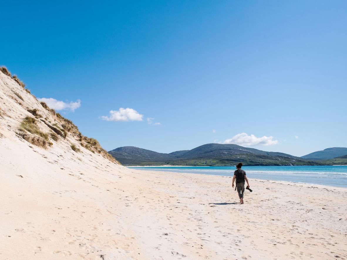 Luskentyre, een afgelegen strand in de Buiten-Hebriden, lijkt meer op een Caribisch strand
