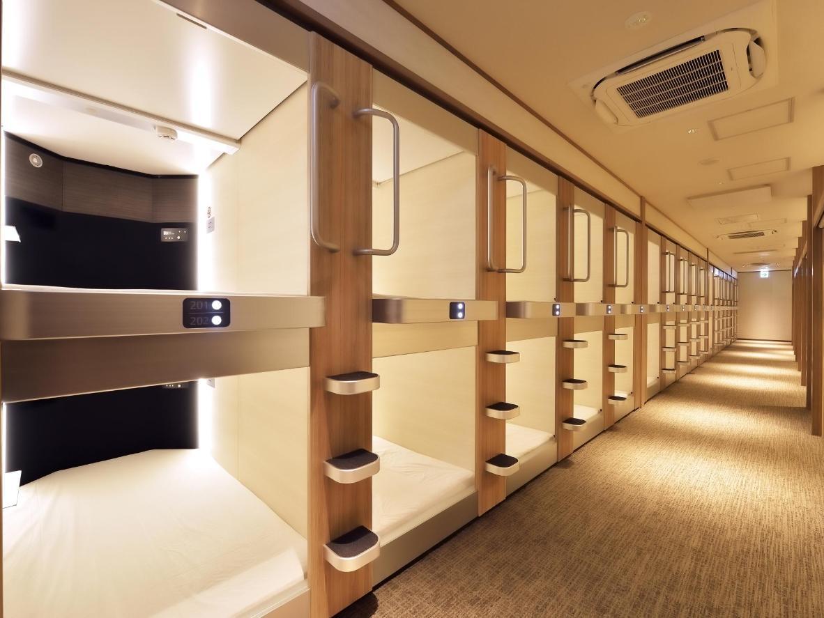 Cabin & Capsule Hotel J-SHIP Osaka Namba di Osaka