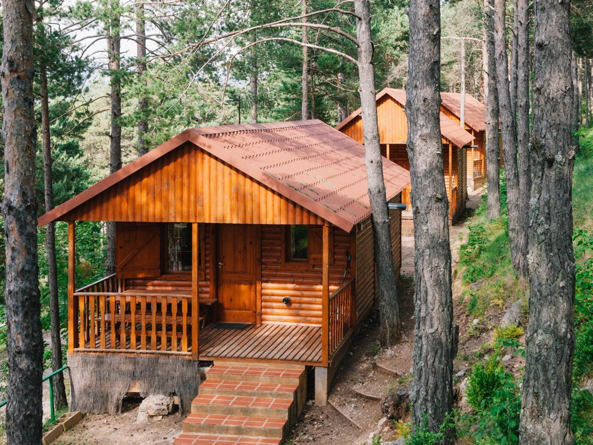 Igast privaatsest puidust bangalost avanevad vaated Kataloonia kuulsale Pedraforca mäele