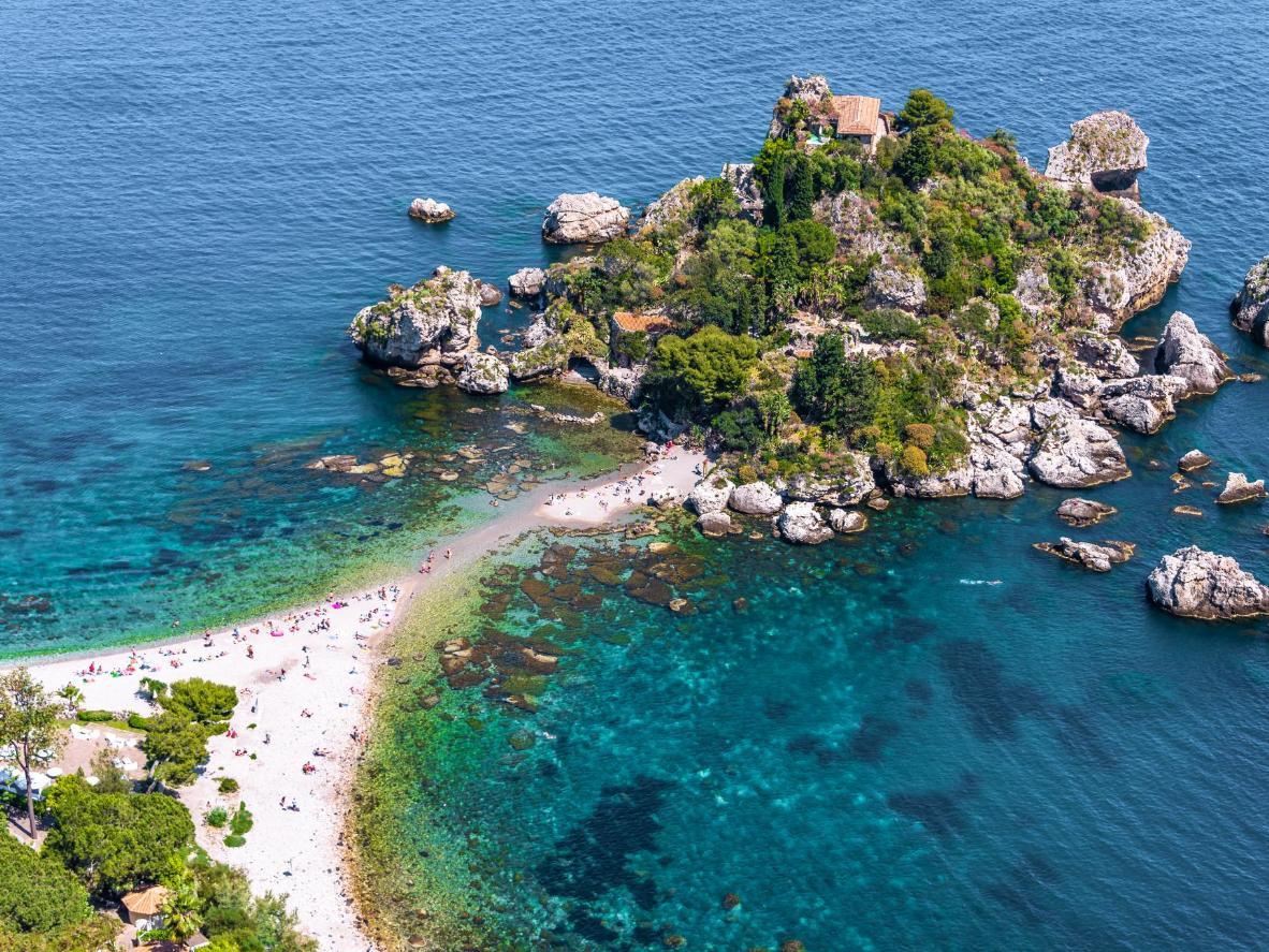 Isola Bella ist eine kleine Insel etwas fernab der Küste Taorminas