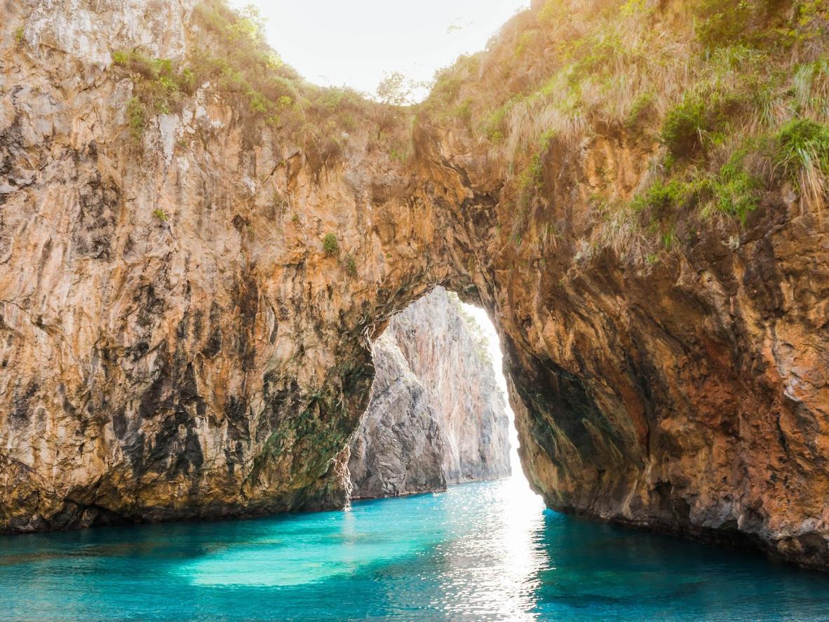 L'Arco Magno, cornice perfetta per una nuotata