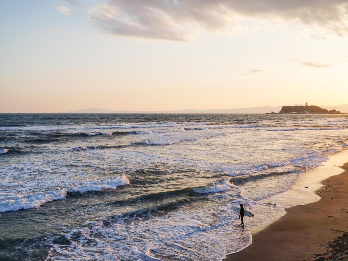 Tokyost vähem kui tunniajase sõidu kaugusel asuvasse Fujisawa randa on lihtne jõuda