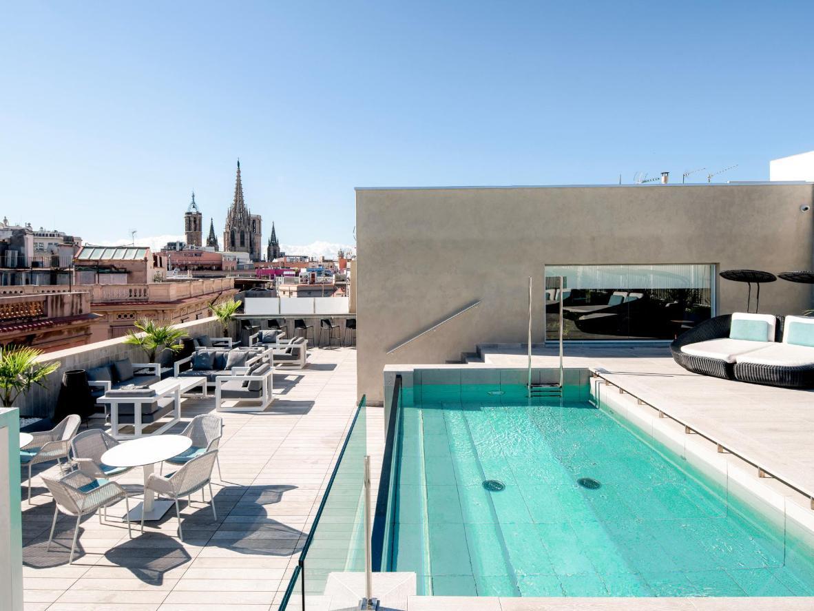 La piscina de la azotea del Catalonia Magdalenes es un regalo después de recorrer las concurridas calles de Barcelona