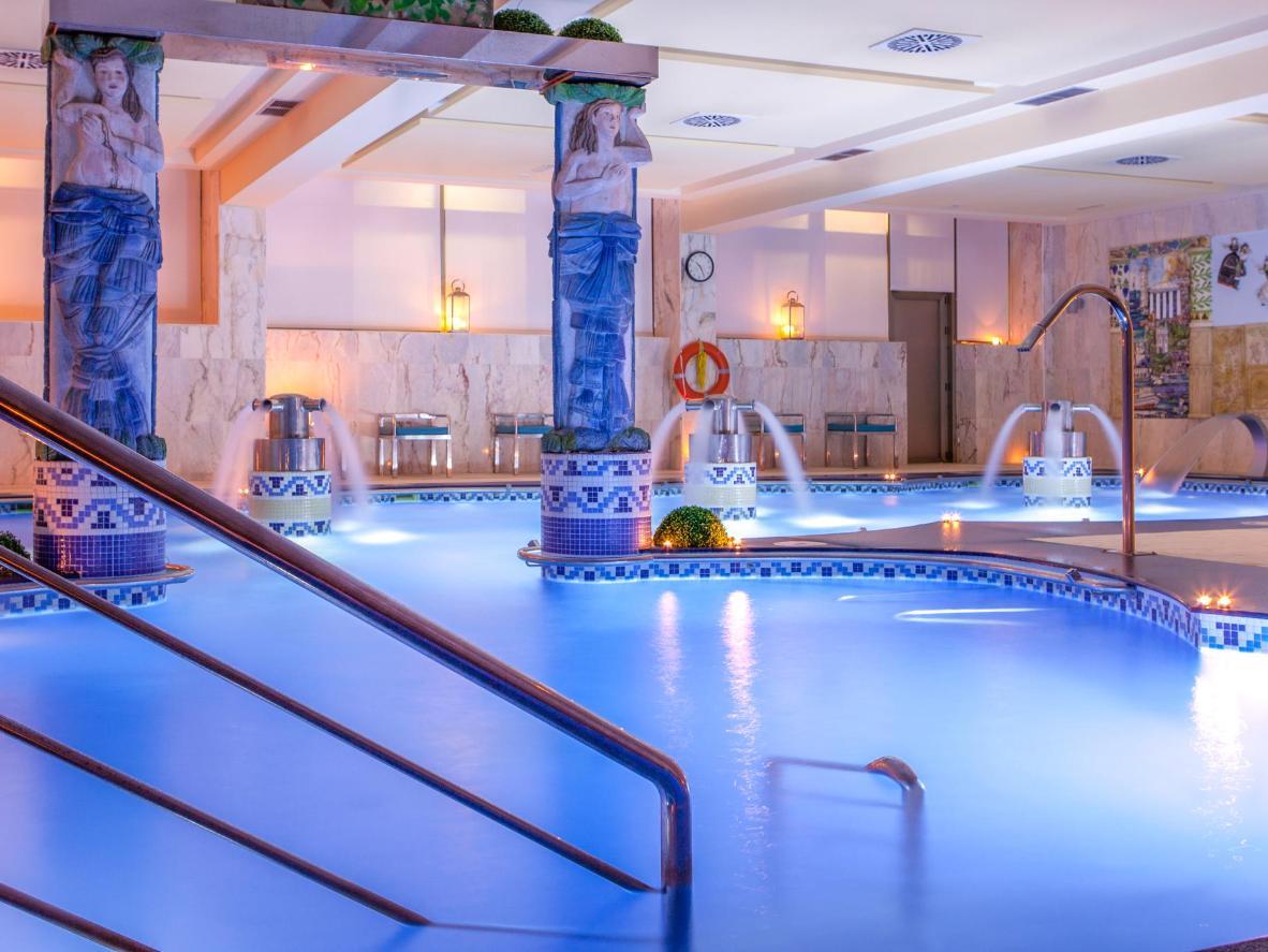 El hotel Carlos I Silgar tiene varias piscinas, incluida una para niños