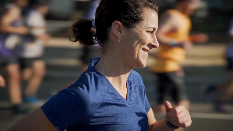 Nicole Mills membuat larian maraton yang ke-100 di Valencia, Sepanyol