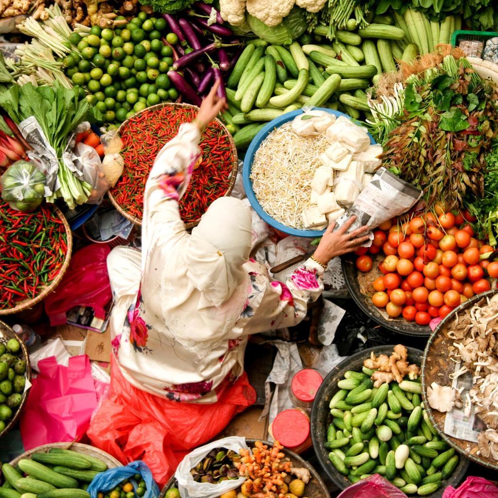 Verdura fresca en el mercado de productores