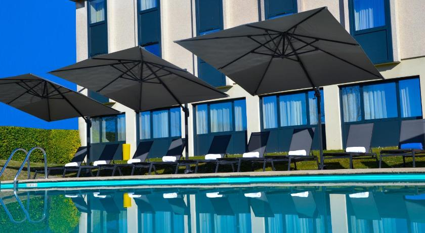 Vue de la piscine de l'hotel