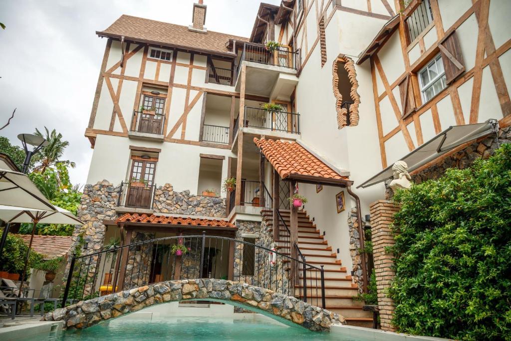 Отель  Le Charcoa Hotel  - отзывы Booking