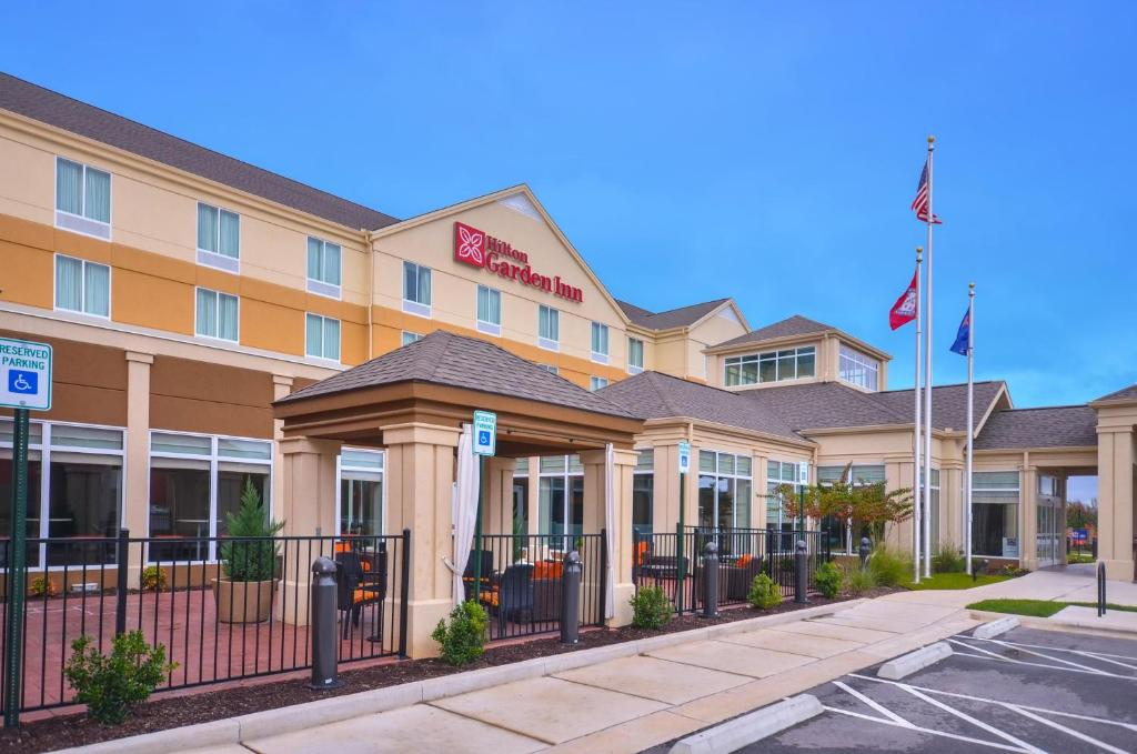 Отель Отель Hilton Garden Inn And Fayetteville Convention Center
