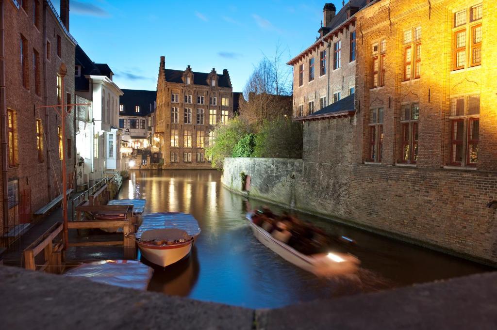 Отель  Hotel Bourgoensch Hof  - отзывы Booking