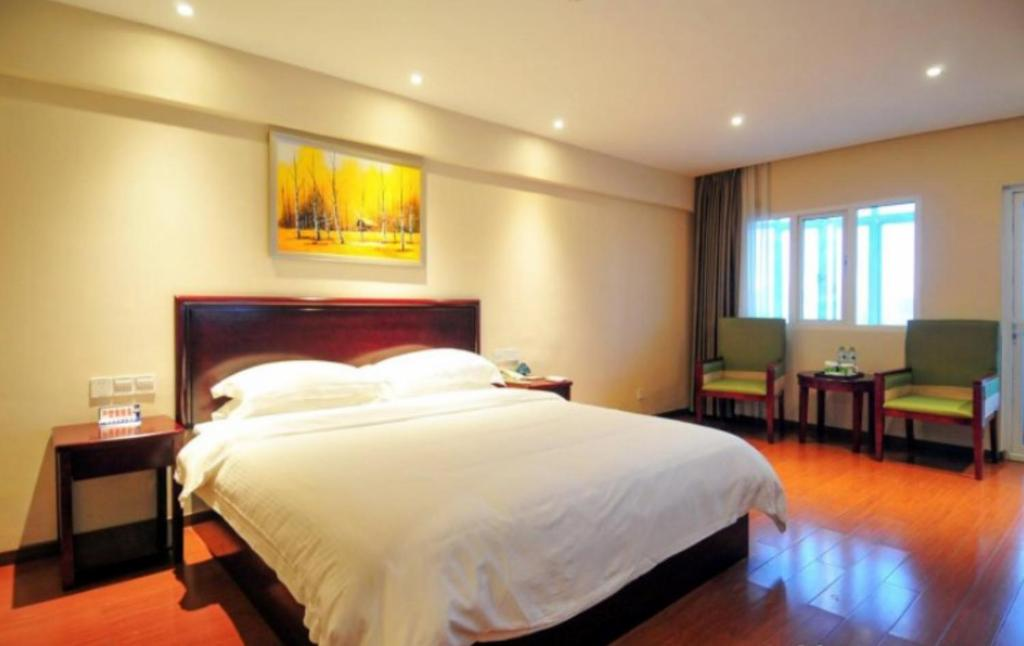 Отель  Отель  GreenTree Inn Hainan Haikou Haifu Road Provincial Government Express Hotel