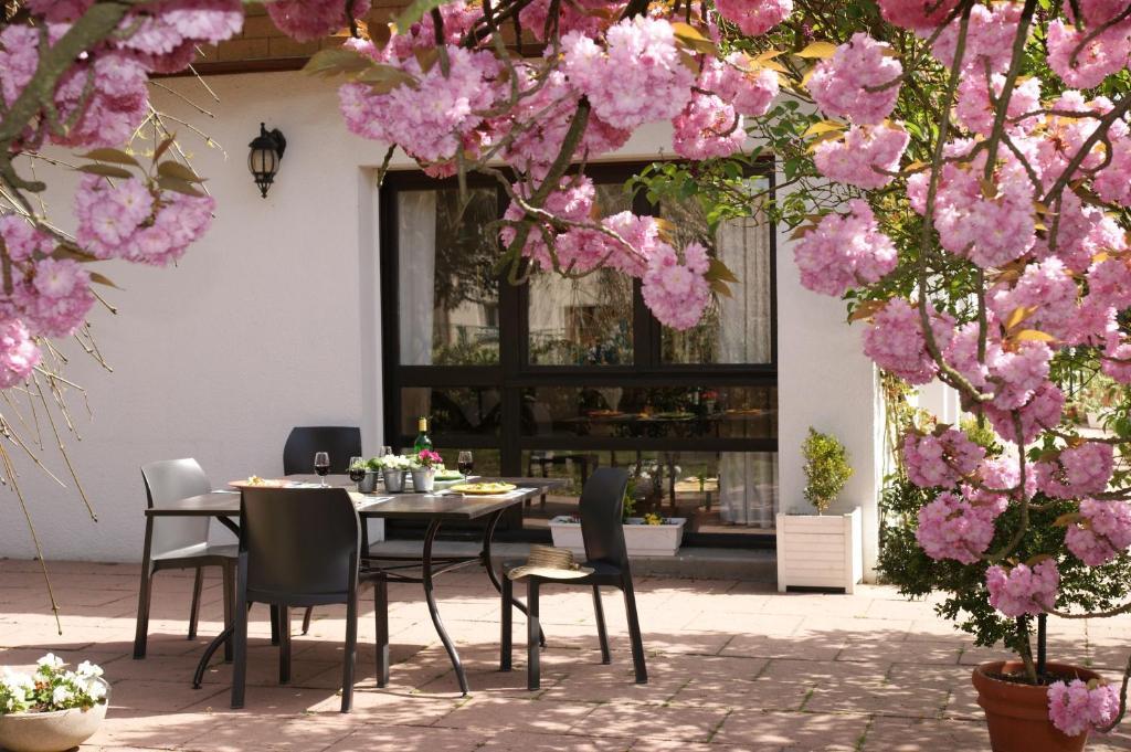 Отель типа «постель и завтрак»  Les Chambres de La Maxe  - отзывы Booking