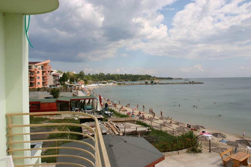Отель  Harmony Beach Family Hotel  - отзывы Booking