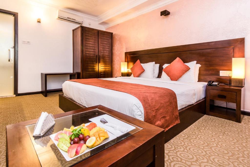 Отель  Отель  Ceylon City Hotel,Colombo