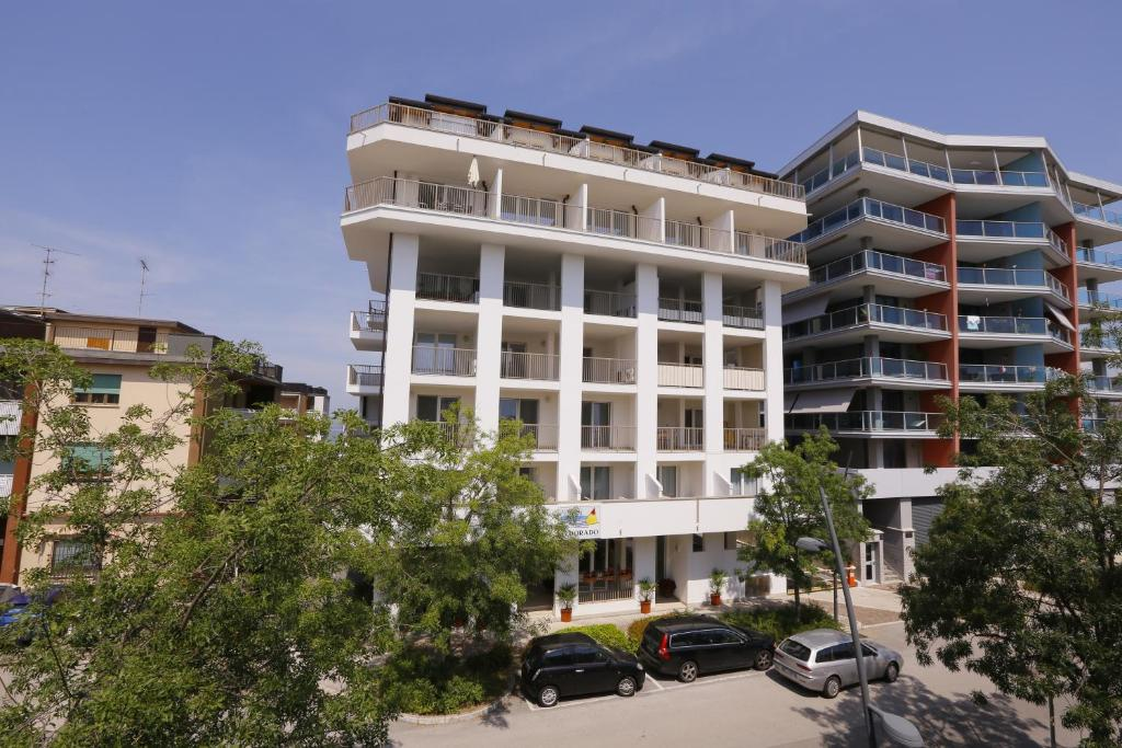 Отель  Hotel & Apartments Eldorado  - отзывы Booking