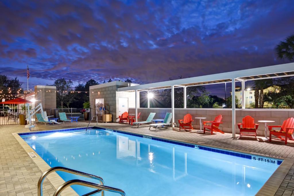 Отель  Отель  Home2 Suites By Hilton Daytona Beach Speedway