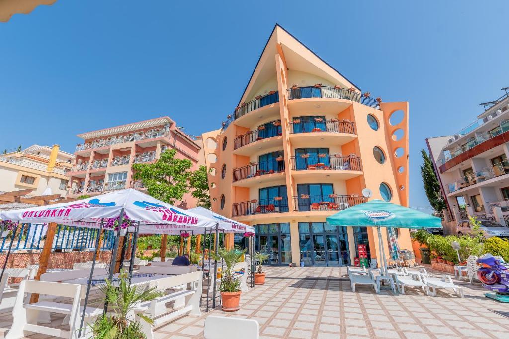 Отель  Family Hotel Evridika  - отзывы Booking