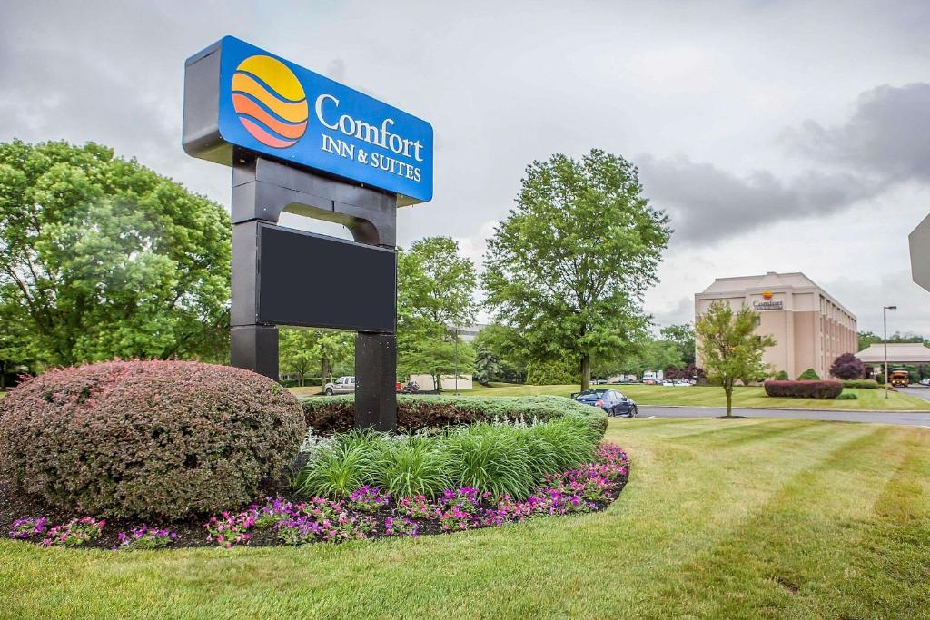 Отель  Comfort Inn & Suites Somerset - New Brunswick  - отзывы Booking