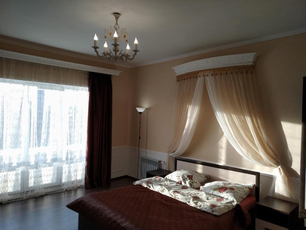 Загородный дом Дом в классическом стиле с уникальной гостиной - отзывы Booking