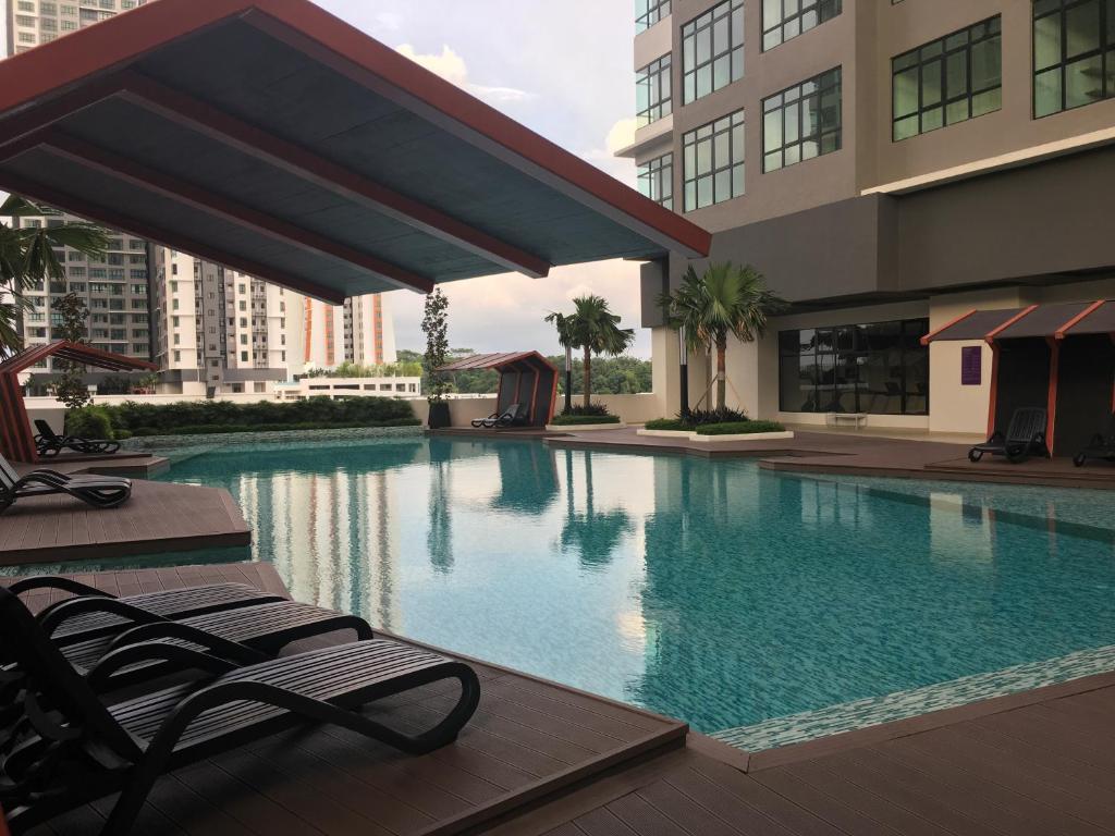 Апартаменты/квартира  IOI Conezion Iman's Home with Pool View Unit  - отзывы Booking