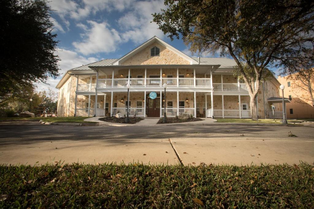 Отель  Gruene River Hotel & Retreat  - отзывы Booking