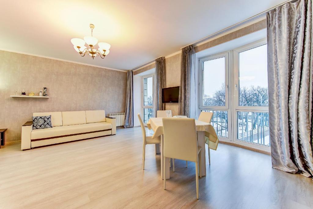 Апартаменты/квартира Представительские Апартаменты с Видом на Неву - отзывы Booking