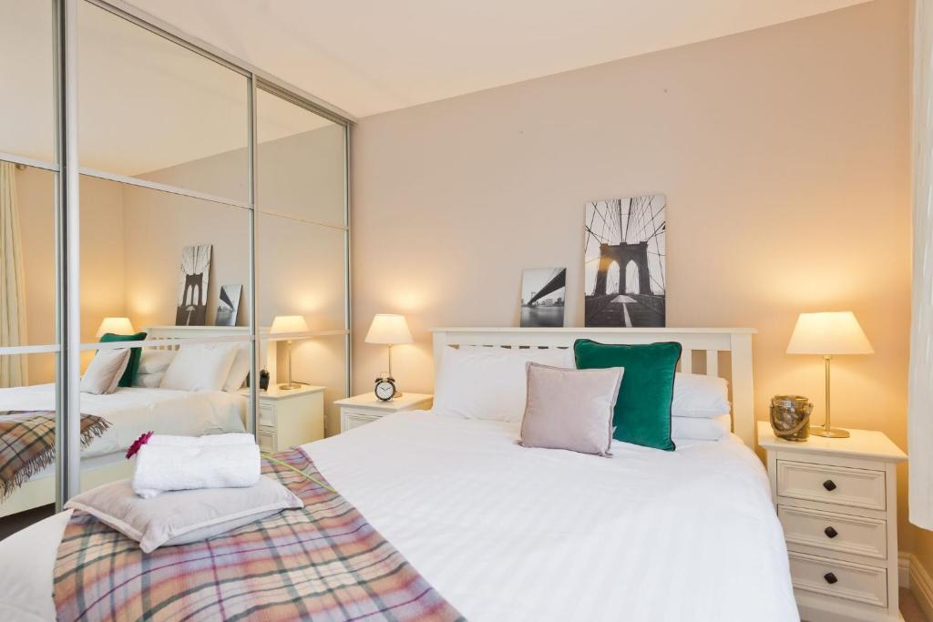 Апарт-отель  Broc House Suites  - отзывы Booking