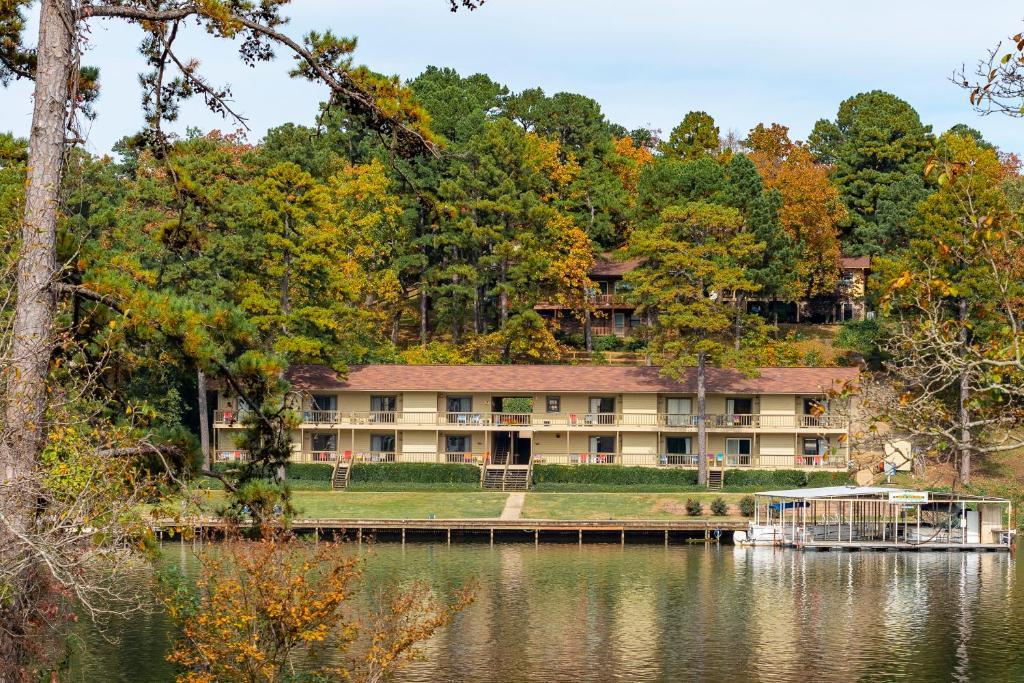Мини-гостиница Long Island Lake Resort - отзывы Booking