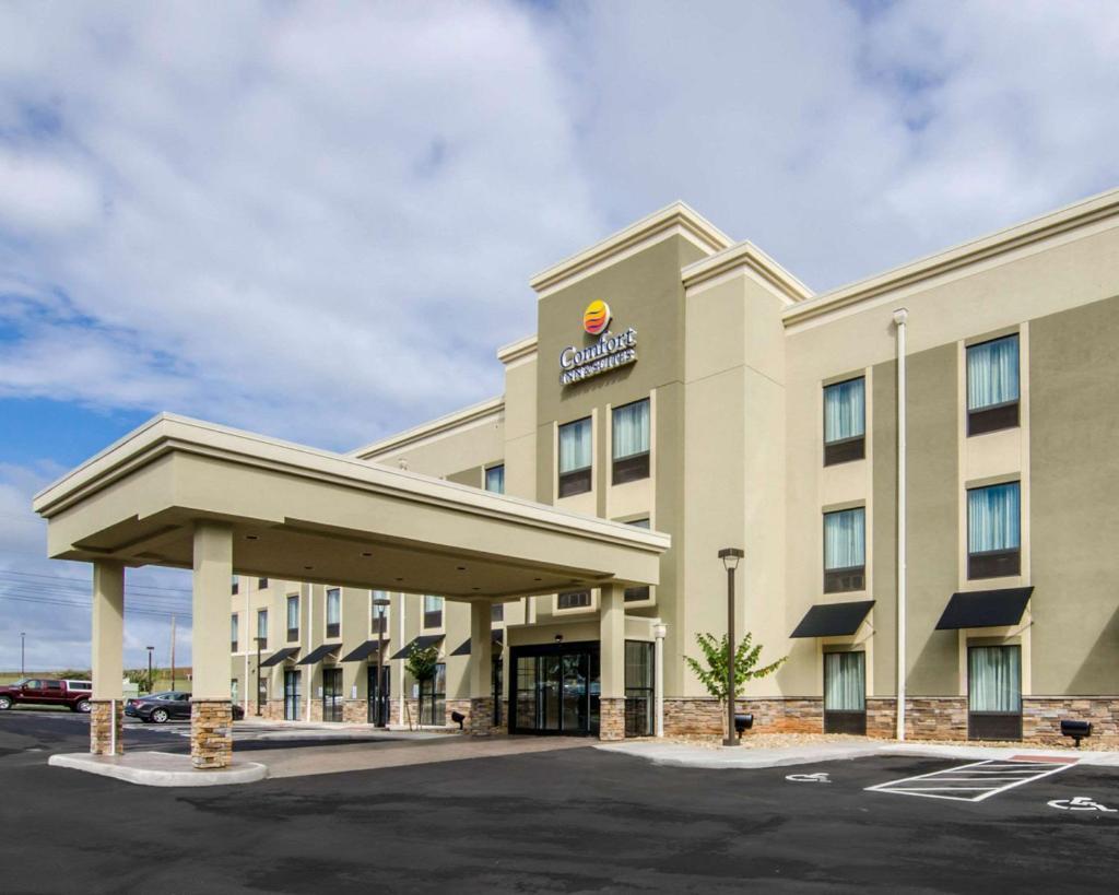 Отель  Comfort Inn & Suites Lynchburg Airport - University Area  - отзывы Booking