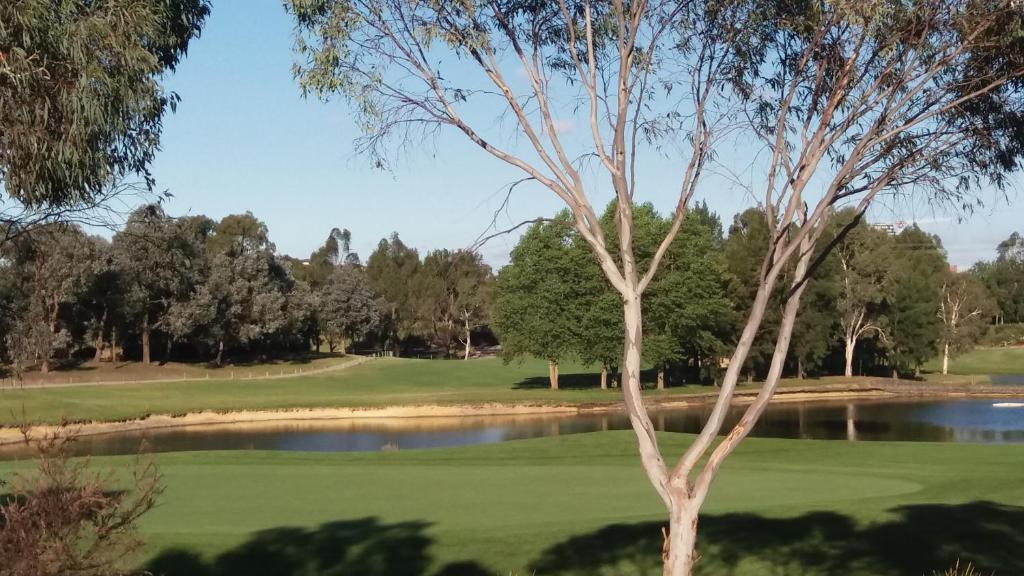 Проживание в семье  Проживание в семье  Sweet Home By The Golf Course