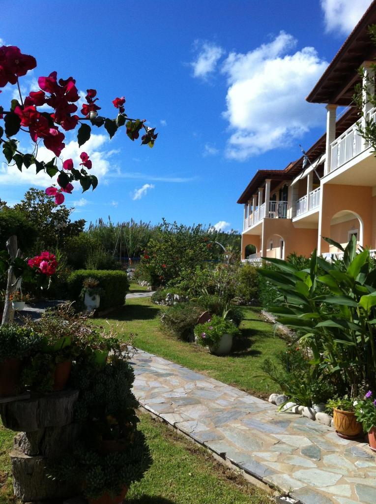 Фото  Курортный отель  Eleni Apartments