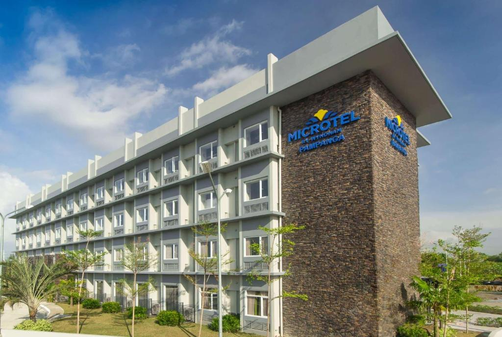 Отель  Microtel Inn & Suites by Wyndham San Fernando  - отзывы Booking