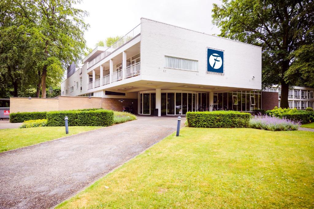 Отель Fletcher Hotel Restaurant Amersfoort - отзывы Booking