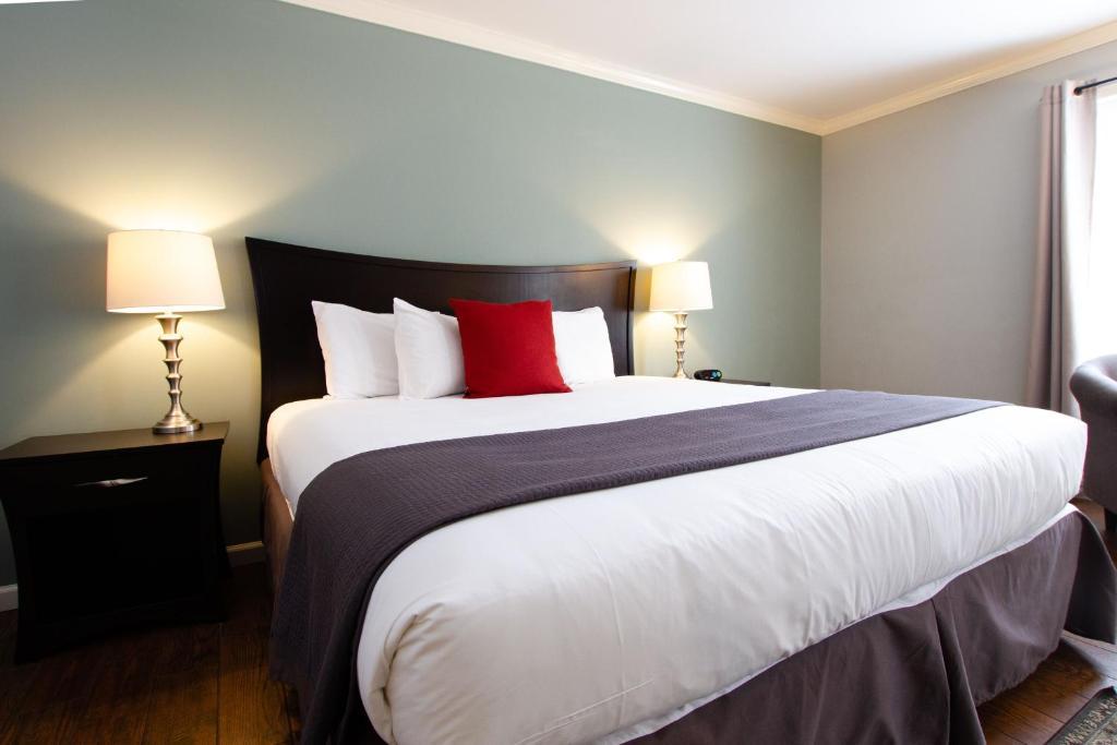 Отель The Dahlonega Square Hotel & Villas - отзывы Booking