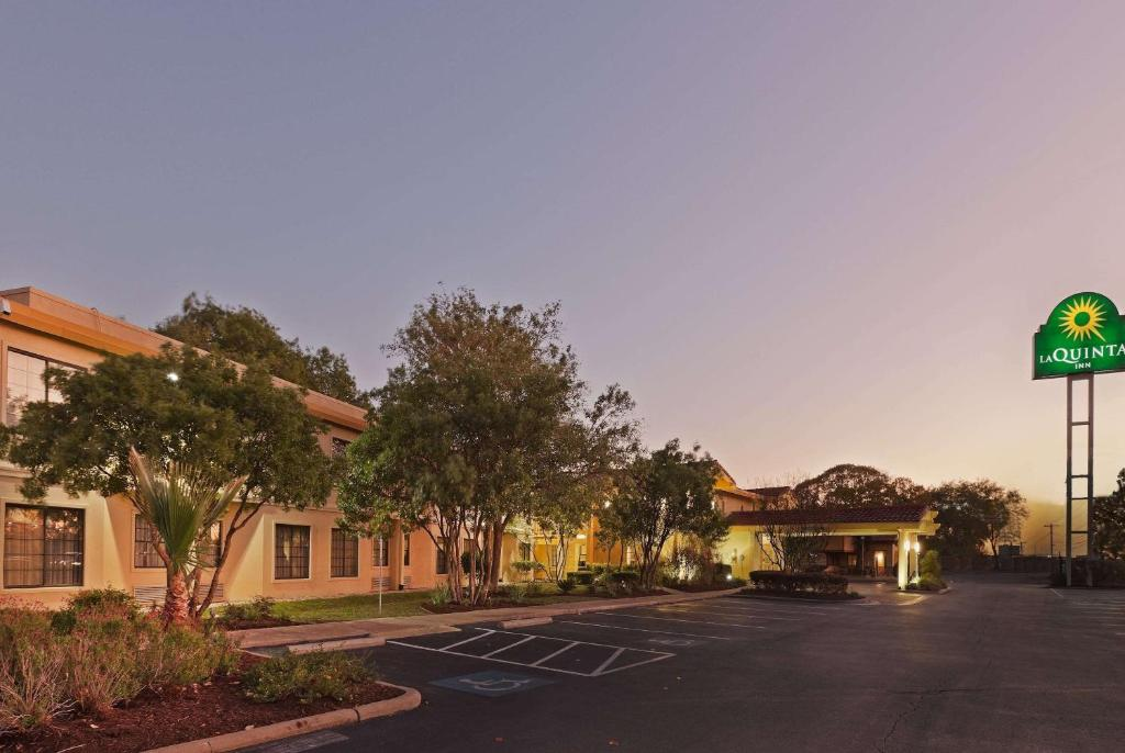 Отель  Отель  La Quinta Inn By Wyndham Austin Oltorf