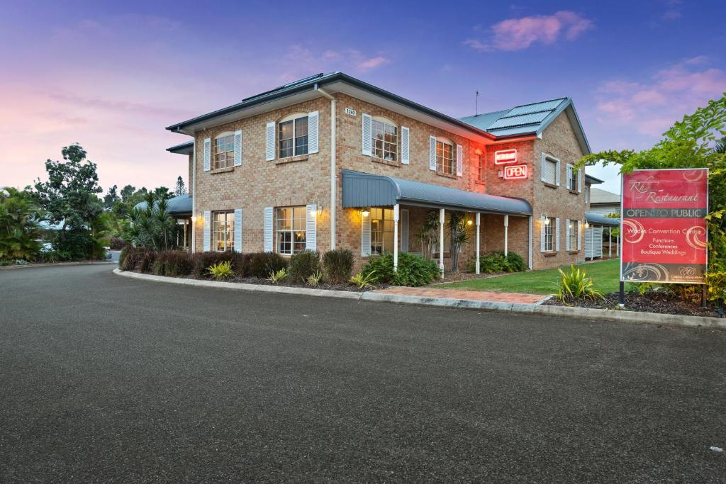 Мотель  Coopers Colonial Motel