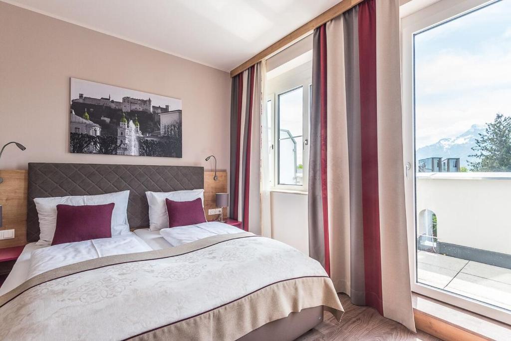 Отель  Hotel Max 70  - отзывы Booking