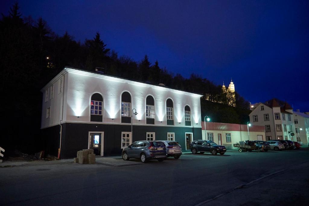 Отель  Отель  Hotel Akureyri Dynheimar